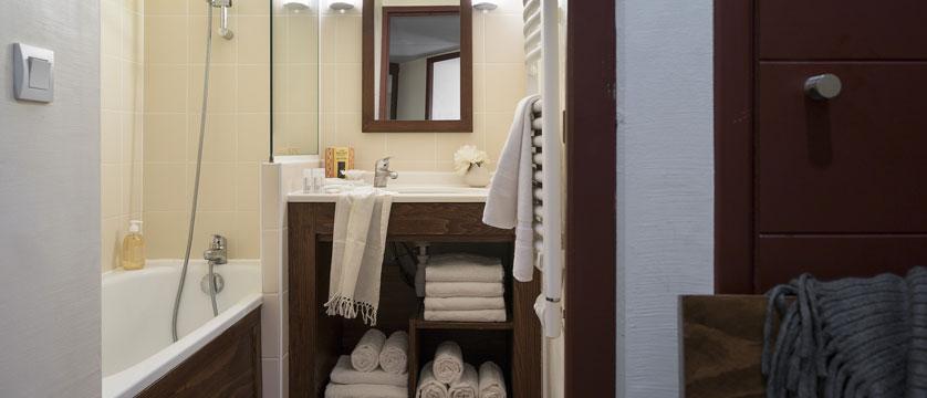 france_les-arcs_residence-le-belmont-apartments_bathroom.jpg